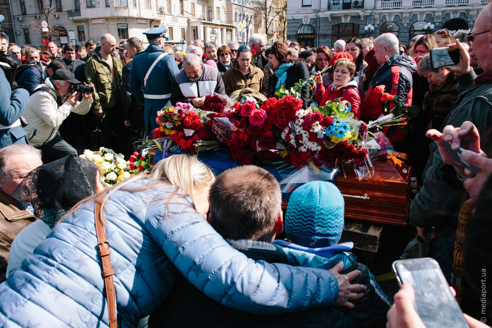 Прощання із Яною Червоною біля пам'ятника Тарасу Шевченку 4 квітня