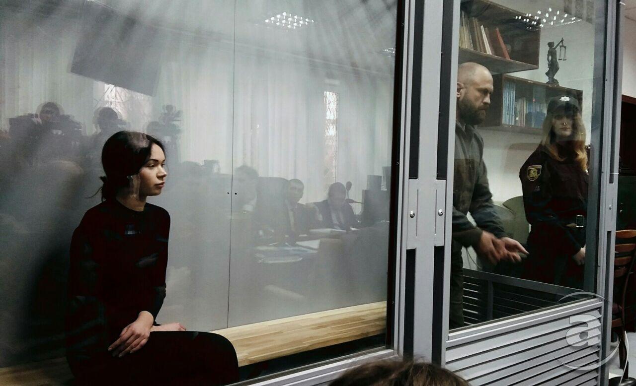 Олена Зайцева та Геннадій Дронов під час судового розгляду у Київському райсуді. Квітень 2018