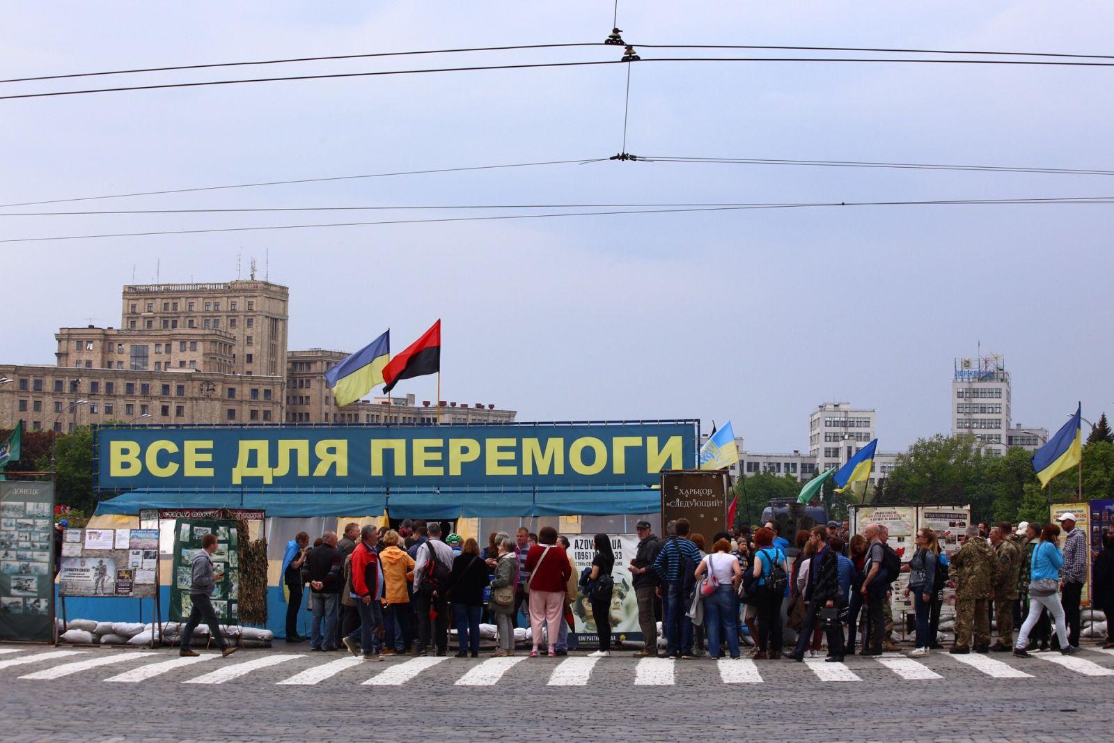 В центре —  митинг: мэрия Харькова постановила снести палатку на площади Свободы (обновляется) фото 1