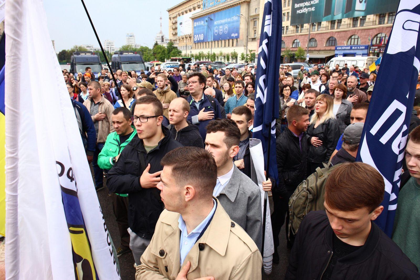 В центре —  митинг: мэрия Харькова постановила снести палатку на площади Свободы (обновляется) фото 2