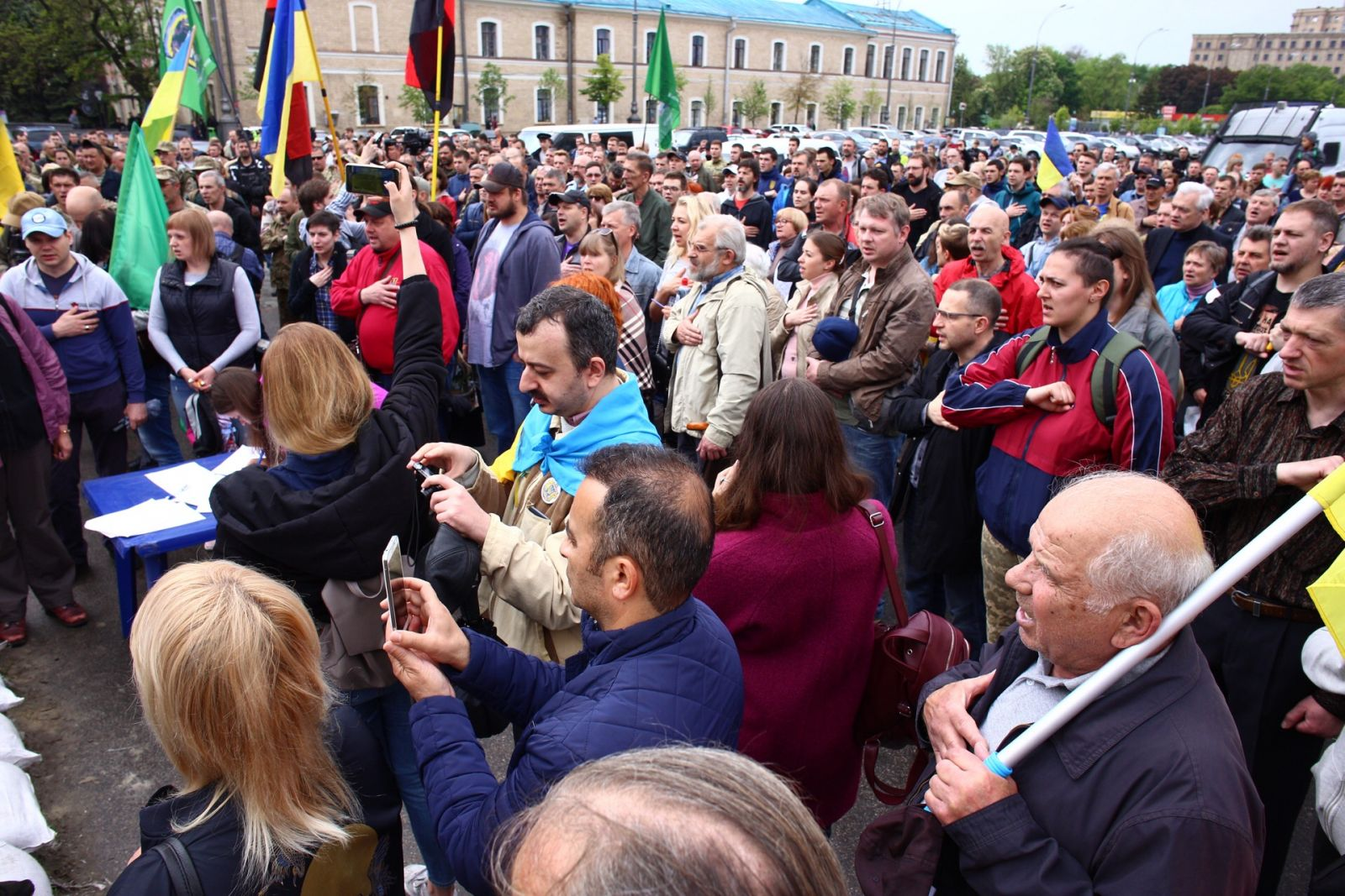 В центре —  митинг: мэрия Харькова постановила снести палатку на площади Свободы (обновляется) фото 3