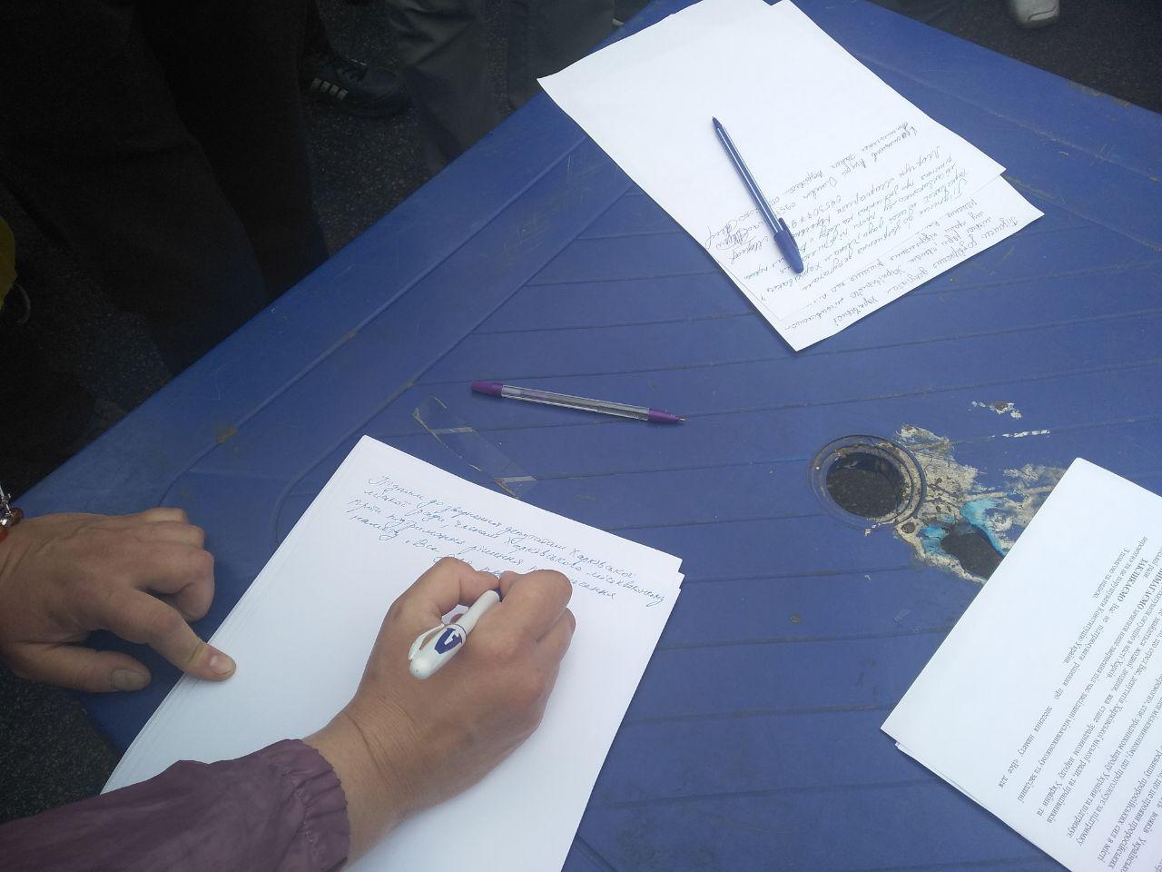 В центре —  митинг: мэрия Харькова постановила снести палатку на площади Свободы (обновляется) фото 4